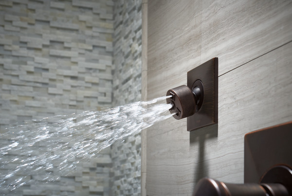 VESI_MEDIUM_FLOW_CUSTOM_SHOWER_T84913-RB_SH84101-RB_OUT_WATER_WEB.jpg